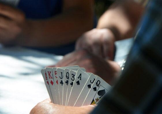 Игра в карты на одевание